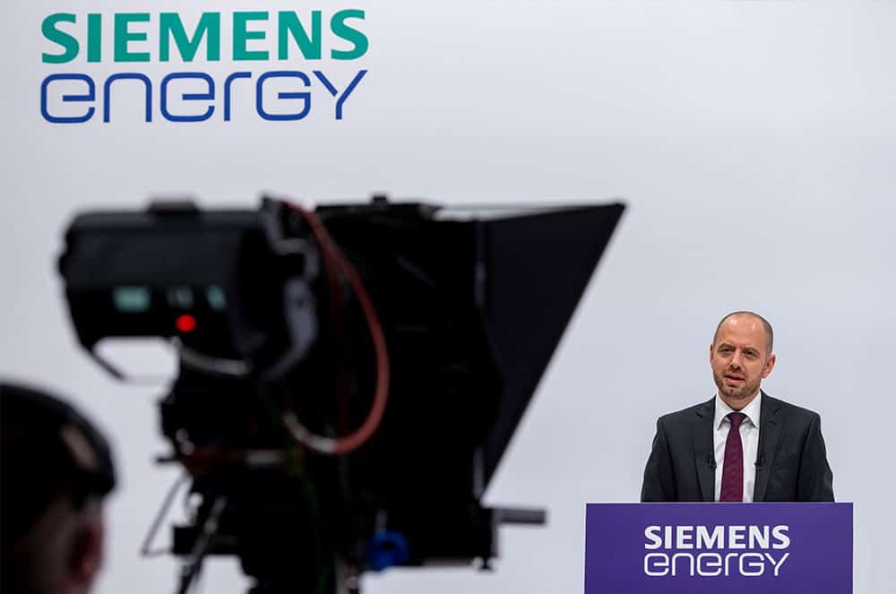 aktien-siemens-Energy-CEO-Christian-Bruch-welcomes-the-shareholders