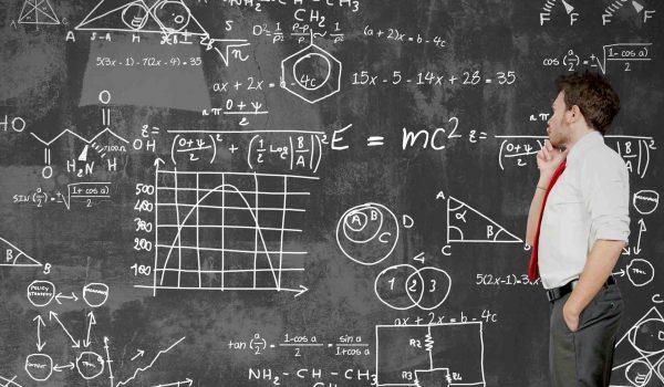 Problem-schwere-mathematische-Gleichungen-versucht-ein-Mann-zu-lösen